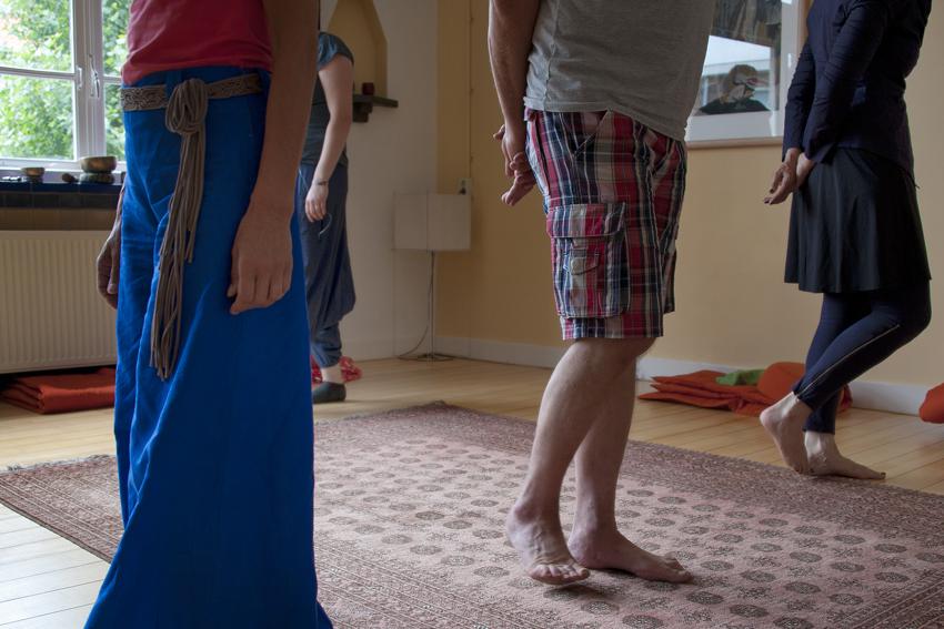 Foto van deelnemers aan de loopmeditatie in het Centrum voor Mindfulness Den Haag.
