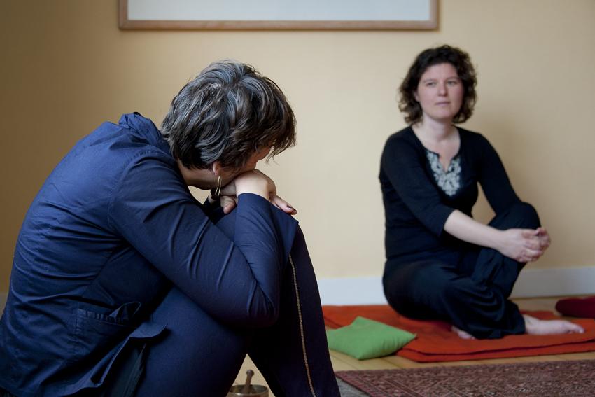Foto van nabespreking van meditatie in het Centrum voor Mindfulness Den Haag.