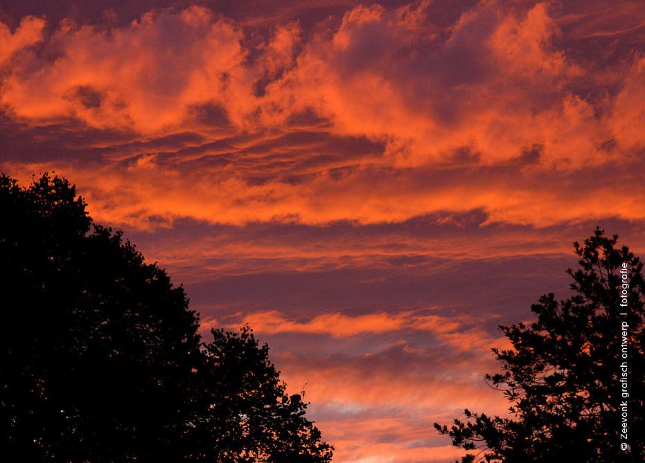 Foto van rode zonsondergang in Den Haag.